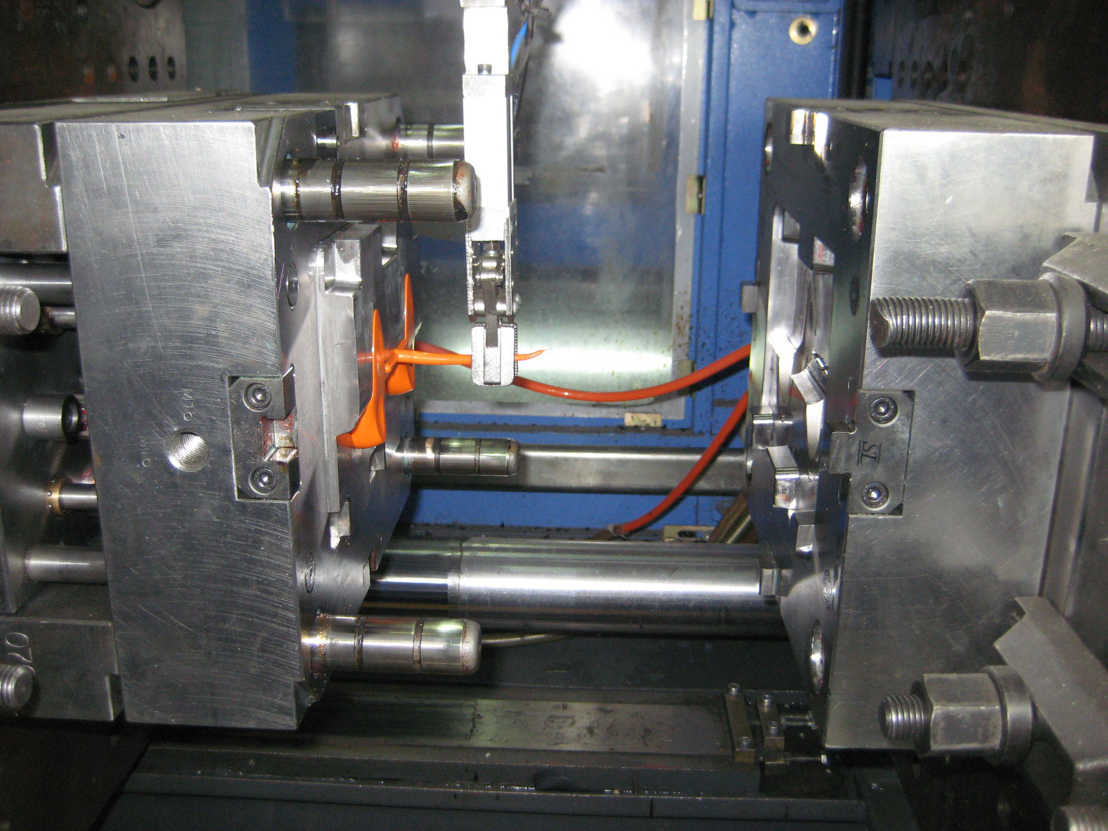 injection molding Today, arburg is a leading global manufacturer of injection molding machines in which customers worldwide trust for the series production of their plastic parts.